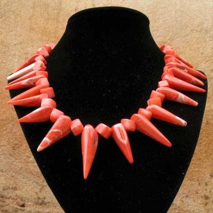 collier de perles anciennes en corail rouge