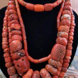 Colliers de perles anciennes de corail rouge